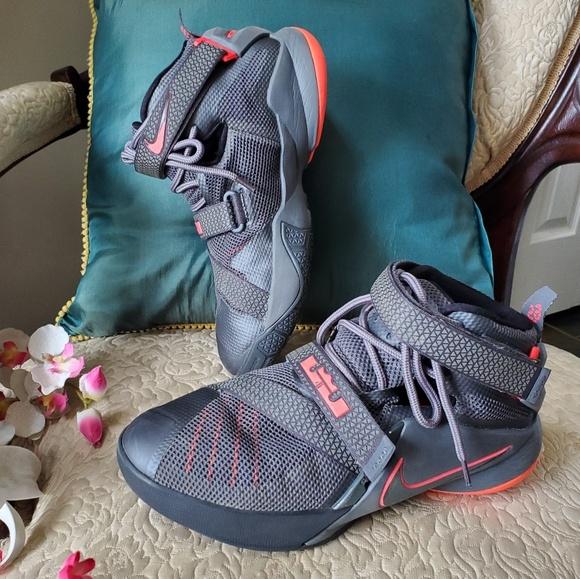 new styles d1543 48fb8 Nike Lebron Soldier IX Basketball size women's 7